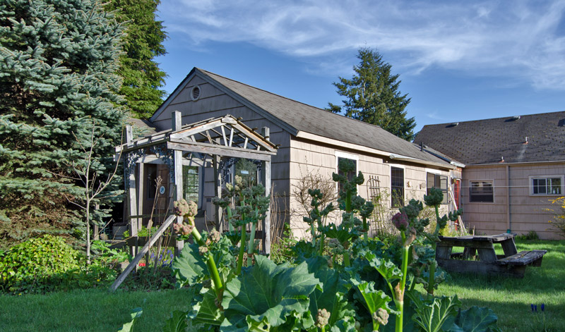 B&B cottage, Olympia Washington USA