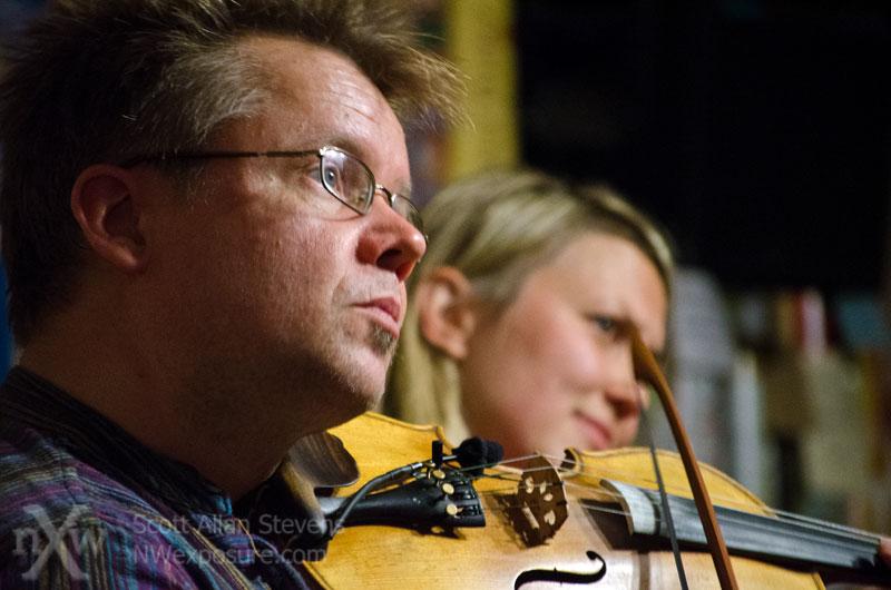 Finnish fiddlers Arto Jarvela & Sara Pajunen